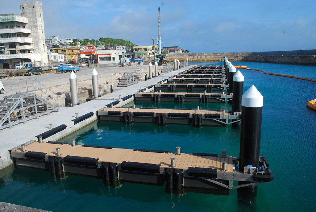 佐良浜漁港浮き桟橋